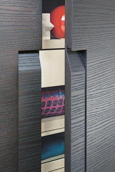 Armadio su misura CEA By Lema design Marelli e Molteni Wardrobe Hinges, Detail Architecture, Symmetry Design, Joinery Details, Glass Display Case, Wardrobe Furniture, Contract Design, Custom Closets, Wardrobe Design