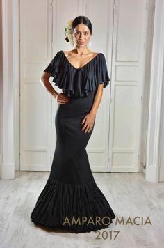 Spanish style – Mediterranean Home Decor Naeem Khan, Kitenge, Cheongsam, African Fashion, Indian Fashion, Lehenga, Flamenco Costume, Flamenco Dresses, Kaftan