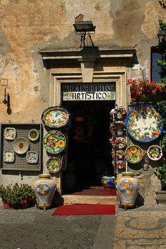 Italian-pottery-shop-437x657