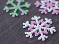 :: zweimalB :: Schneeflocken aus Bügelperlen in Pastell-Farben