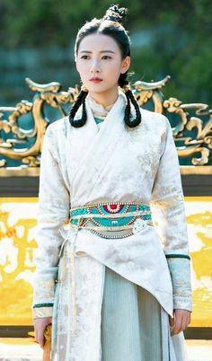 Louis Cha, Best Drama Movies, Princess Weiyoung, Heavenly Sword, Anime Girl Dress, Fantasy Gowns, Old Dresses, Cute Girl Pic, Chinese Clothing