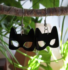 Sometimes a girl just wants to stretch her claws out and settle down for a quite nap in the sun glittering with jewels. Thats what Selina Kyle wanted, especially when there are so many unappreciated treasures out there... meow.  Made from laser cut black acrylic and hung upon nickle-free jump ring and earring hook, these little lightweight and ferocious Catwoman Mask pendants are 1 inch from side to side. Allergy to metal? All earring styles can be made with hypoallergenic plastic hooks…