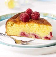 Cake met verse kaas en frambozen   Colruyt No Cook Desserts, Sweet Desserts, Just Desserts, Sweet Recipes, Delicious Desserts, Cake Recept, Baking Cupcakes, Recipe Details, Brunch