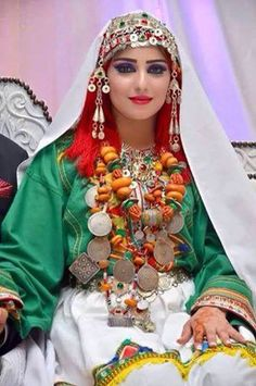 Berber beauty in Morocco Moroccan Bride, Moroccan Wedding, Moroccan Dress, Ethnic Dress, Traditional Fashion, Traditional Dresses, Moroccan Jewelry, Ethno Style, Beauty Around The World