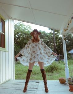 Love this care-free boho look with boots and hat!! Boots and hat are a must in the hot Texas sand and sometime mud..pinned via pinner Victoria:)