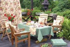Záhradné posedenie s kolekciou Flowers  #kvety#zahrada#posedenie#prestieranie#obrus#vankuse#sedaky Outdoor Furniture Sets, Outdoor Decor, Outdoor Living, Table Decorations, Flowers, Fabric, Home Decor, Porches, Tea Time