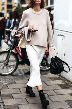 London Street Style From Spring 2017 Fashion Week. London Street Style From Spring 2017 Fashion Week. Daily Fashion, Moda Fashion, Fashion Week, Winter Fashion, Womens Fashion, Style Fashion, Fashion 2017, Cheap Fashion, Spring Fashion