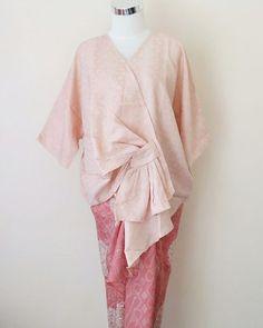 Kode pesanan : PE-03 non  size : all size fit to XXL  warna atasan : cream semu pink  rok siap lilit bahan viscose (udah ada tali) ukuran rok 2x1m . . . . CP  LINE @bebatikanjogja (pakai '@')  WA 081904019099 (slow response)  Toko Baju Batik Modern | www.bebatikanjogja.com Kebaya Modern Hijab, Kebaya Hijab, Kebaya Muslim, Kebaya Lace, Batik Kebaya, Kebaya Dress, Blouse Batik, Batik Dress, Muslim Fashion