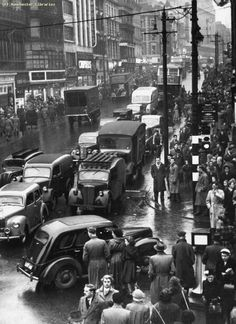 This picture in 1953 shows how popular Market Street is with shoppers, with pedestrians cramming the pavements. Manchester Day, Manchester Library, Manchester England, Best Hotel Deals, Best Hotels, Old Pictures, Old Photos, Abandoned Churches, Fotografia