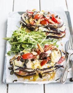 Glutenfreie Rezeptideen gesucht? Unser Grundrezept für glutunfreie Lasagne aus Auberginen, Tomaten und leckeren Kürbiskernen ist einfach zubereitet und das perfekte Low-Carb Abendbrot!