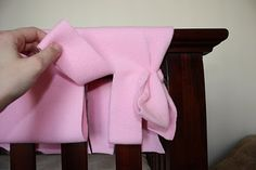 DIY CRAFT // A cheap & easy crib rail protector tutorial. This will be handy for those teething toddlers!