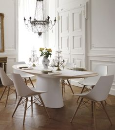 Mixing modern furniture with traditional lighting and architecture is a refreshing look for this monotone dining room. Modern French Interiors, Dining Chairs, Dining Table, Oval Table, Beautiful Dining Rooms, Fashion Room, Dining Room Design, Interiores Design, Interior Inspiration