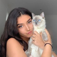 Discovered by noelle. Find images and videos about girl, aesthetic and cat on We Heart It - the app to get lost in what you love. Cat Aesthetic, Aesthetic Photo, Tumbrl Girls, Selfie Poses, Best Friend Pictures, Models, Pretty People, Natural Makeup, Foto E Video
