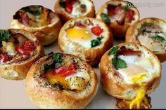 Bollos rellenos de huevos y verduras