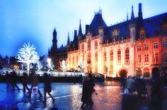 kanoa_itMERCATINI DI NATALE BRUGES Festeggia il magico Natale in Belgio con Kanoa. Guida e info pratiche con date e orari.   #natale #brugesmarkt #christmas2017 #mercatinidinatale #bruges #migliorimercatini #mercatinibelgio #mercatinibruges #natalebruges #belgio #vacanzedinatale #instachristmas #instafeed #ilmondoinunclick #ilnataleinunclick #jldefoe #kanoa #bambininatale #grotemarkt #Begijnhof #natalefiandre #simonstevin