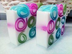 Apple Berry Glycerin Soap with Shea Butter de SudsandThings en Etsy https://www.etsy.com/es/listing/233490245/apple-berry-glycerin-soap-with-shea