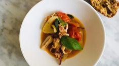 Stoofpotje met knoflook venkel en tomaat, simpel inktvis maken. 'n inktvis stoofpotje, lekker visstoofpot recept. Thai Red Curry, Seafood, Min, Ethnic Recipes, Tomatoes, Sea Food