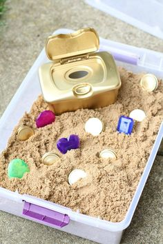 DIY Treasure Chest for Toddlers - I Can Teach My Child! - - This DIY Treasure Chest for Toddlers is made using recycled household materials! And the pieces are large enough they don't pose a choking hazard! Toddler Play, Toddler Learning, Toddler Crafts, Crafts For Kids, Summer Crafts, Kids Diy, Early Learning, Sensory Table, Sensory Bins