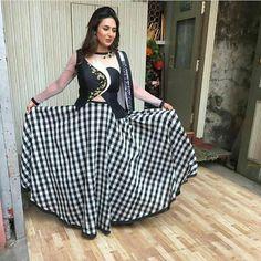 Beautiful Gorgeous Divyanka Mam Dress Cuts, I Dress, Stylish Dresses, Simple Dresses, Indian Look, Saree Look, Indian Celebrities, Indian Designer Wear, Party Gowns