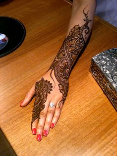 If You Looking For Interesting Mehendi Design Then You On Right Destination. Mehendi Is Made On festivals And It is Widely Used In Function . Mehendi, Henna Mehndi, Henna Tatoos, Mehndi Tattoo, Henna Tattoo Designs, Mehndi Art, Mandala Tattoo, Henna Art, Arabic Henna