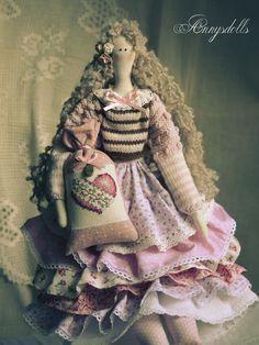 Annysdolls.com: Portfolio. Dolls Tilda Tilda dolls sale in Brest. Tilda in Brest. Love the hair and the ruffled skirt.