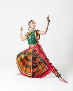 Folk Dance, Dance Art, Dance Music, Dance Like This, Indian Classical Dance, Indian Textiles, Dance Poses, Silhouette Art, Dance Photography