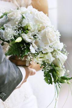 Bouquet de mariée : quel bouquet de mariée choisir ? Découvrez notre sélection de bouquets de mariée. Wedding Bouquets, Wedding Flowers, Wedding Dresses, Wedding Honeymoons, Floral Wreath, Style Inspiration, Destination Weddings, Wedding Bouquet, Bride Dresses