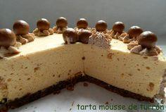 Después de varios meses sin publicar nada en este espacio retomo el blog con una tarta mousse. Este tipo de tartas viene fenomenal porque s...