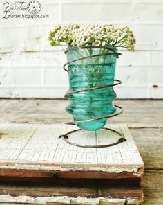 30 Creative Ways of Reusing Old Vintage Glass Insulators Do-It-Yourself Ideas Recycled Glass Bed Spring Crafts, Spring Projects, Spring Art, Diy Projects, Recycling Projects, Old Bed Springs, Mattress Springs, Box Springs, Old Mattress