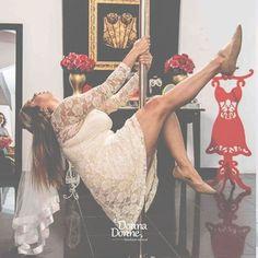 Pole dance no chá de lingerie pode SIM! Além de poder é incrivelmente divertido e dá um clima muito bacana ao encontro com as amigas.  Curtiu? Esse cantinho é lá no espaço @donnadonne e ela tem muitos pacotes com decoração brincadeiras e dicas pra mulherada! ADORO! . Veja mais no Instagram  @donnadonne . Contato  (21) 3597-1430 e-mail: contato@donnadonne.com.br ou no instagram @donnadonne . A Donna Donne é do Rio de Janeiro!