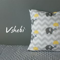 This grey Chevron blanket is perfect for both baby girl and baby boy. One side of the blanket is made with cuddlesoft Minky fabrics and the other with cute, elefant printed cotton. Pillow Cover Included! Dimensions of the blanket:  90 x 75cm / 35,4' x 29,5' Dimensions of the pillow cover:  40 x 40cm / 15,7' x 15,7' Our blanket can be a great addition to your nursery bedding. It's perfect as warm, cosy stroller blanket to comfort your child during cool, autumn days.