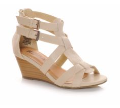 A neutral summer sandal for girls that will go with anything in their closet! #kids #style #fashion #wedges #Soda