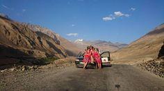 Auf dem Pamir Highway unterwegs...  Ist es nicht gigantisch hier??? Wir rollen das Feld von hinten auf und haben auch schon 2 Teams an diesem herrlichen Fleckchen Erde getroffen :-)  Liebe Grüße von den Panzertape Ladies