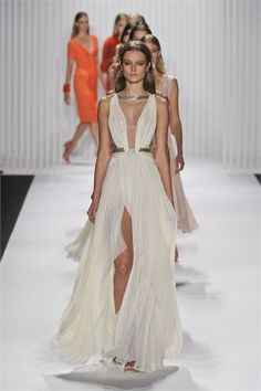 Mendel – Frühling Sommer 2013 Konfektion – Shows – Vogue.it - Chiffon Dress Maxi Dress With Slit, Tulle Dress, Dress Up, Dress Long, Long Dresses, Chiffon Dress, Casual Dresses, Fashion Week, Look Fashion