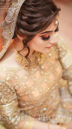 Pakistani Bridal Makeup Hairstyles, Bridal Hairstyle Indian Wedding, Bridal Hair Buns, Saree Hairstyles, Bridal Hairdo, Bridal Photoshoot, Indian Bridal Makeup, Indian Hairstyles, Bride Hairstyles