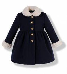 Abrigo niña de paño azul marino infantil Tween Fashion, Baby Girl Fashion, Toddler Fashion, Toddler Outfits, Kids Outfits, Stylish Baby, Stylish Kids, Childrens Coats, Baby Girl Dress Design