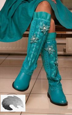 ღ❤️Turquoise lovely color❤️ღ Handmade. Cute Shoes, Me Too Shoes, Fashion Boots, Boho Fashion, Bootie Boots, Shoe Boots, Bota Country, Estilo Hippie, Shades Of Teal