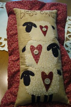 cute for wool applique I do love my sheep! Wool Applique Patterns, Hand Applique, Felt Applique, Applique Quilts, Quilt Patterns, Primitive Sheep, Primitive Crafts, Quilting Projects, Sewing Projects