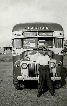 Transporte público de la Ciudad de México. Este camión recorria la colonia Estrella y los barrios de la zona de Martin Carrera, en ruta hacia La Villa de Guadalupe, al nororiente de la Ciudad de México. Foto probablemente de los años 40's.