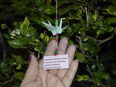 Trecho de poesia acompanhado de origami em árvore de Macapá (Foto: John…