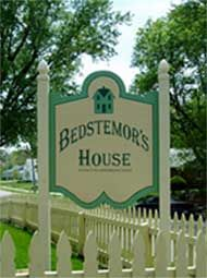 Bedstemor's House-This charming Victorian home was built in 1910 and has been authentically restored and decorated to the time in history when it was first built.