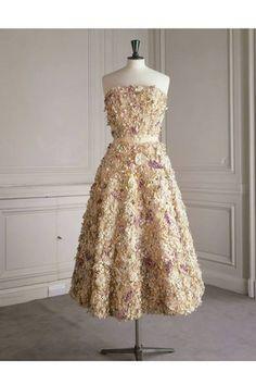 Robe Miss Dior . Dior Haute Couture, Style Couture, Miss Dior, Robes Christian Dior, Christian Dior Vintage, Parfum Paris, Costumes Couture, Dress Form Mannequin, Hollywood Divas
