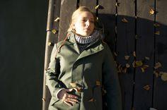 Höst i regnjacka. En regnkappa från Bomärke. Rain Wear, Canada Goose Jackets, Winter Jackets, Dreams, Female, Fashion, Dressing Up, Winter Coats, Moda