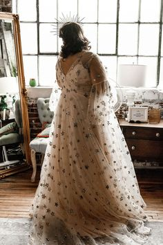 The stars aligned for this celestial wedding in Memphis Offbeat Bride Starry Night Wedding, Moon Wedding, Celestial Wedding, Dream Wedding, Wedding Day, Birch Wedding, Forest Wedding, Look Plus Size, Dress Plus Size