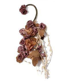 【ZOZOTOWN|送料無料・「ツケ払い」ならお支払は2ヶ月後】m.soeur(エムスール)のイヤリング「お花畑イヤーカフ(大)」(5006)を購入できます。