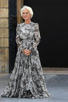 Jamie Lee Curtis, Susan Sarandon, Helen Mirren Age, Dame Helen, Mob Dresses, How To Look Classy, Classy Dress, Elegant Woman, Rock