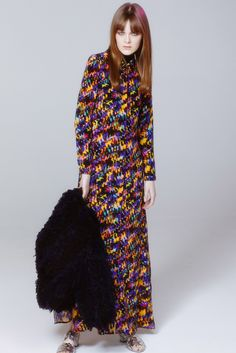 See the complete Saloni Fall 2015 Ready-to-Wear collection.