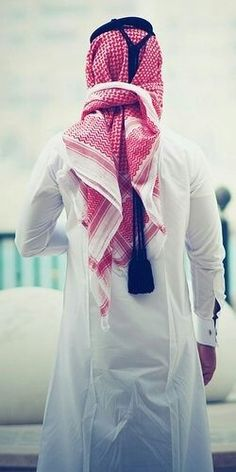Saudi Arabian thobe is an ankle length garment with long sleeves. Arab Fashion, Islamic Fashion, Muslim Fashion, Mens Fashion, Muslim Men, Muslim Couples, Habits Musulmans, Muslim Images, Muslim Pictures