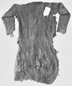 (not actually viking but ...) (originally posted by 'Austr Gestr' on Facebook) Back side of the tunic from the Bernuthsfeld man. The tunic consists of 45 pieces of cloth from 20 different textiles in 9 different weaving patterns from Hogehahn bog,Tannenhausen, Germany. Dated 680-775