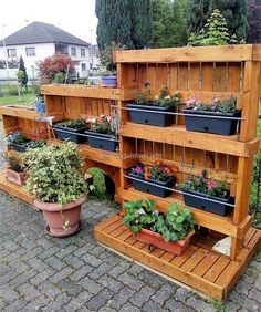 Wow! Here is another amazing wood pallet project. It looks like something difficult to craft but this one is also easy and simple large size wood pallet decor planter. These three different sizes wood planters are best to use for growing plants and beautiful colorful flowers and at the same time, ideal for improving the decoration of your outdoor.